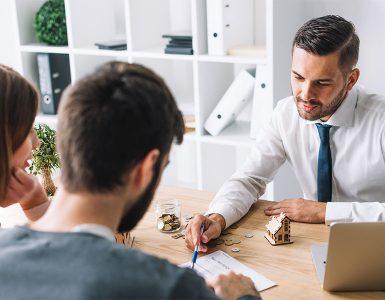 Antecipar recebíveis ou pegar empréstimo